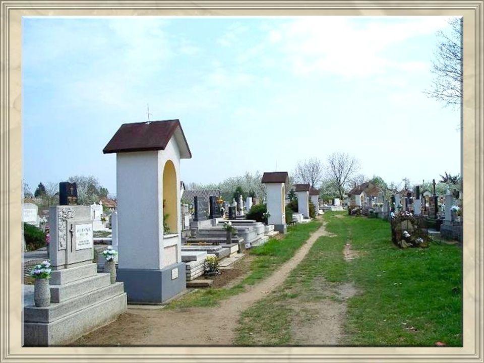 1938- ban, majd 1980- ban családok újították fel, melyet márványtábla jelez. Legutóbb 2000- ben lett javítva és átfestve. Fels ő temet ő i stációk A k