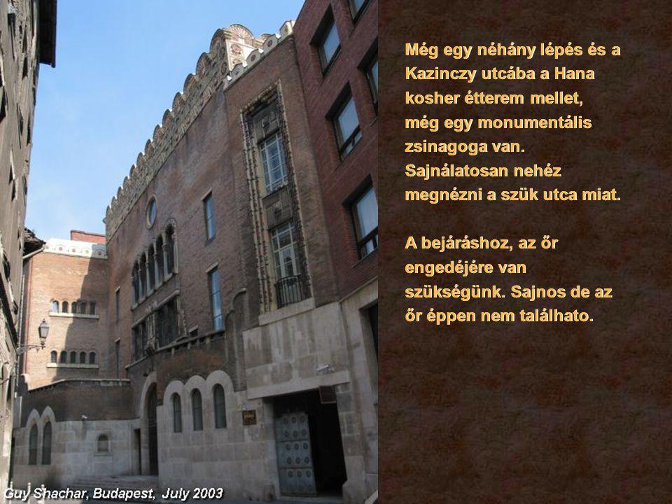 Még egy néhány lépés és a Kazinczy utcába a Hana kosher étterem mellet, még egy monumentális zsinagoga van.