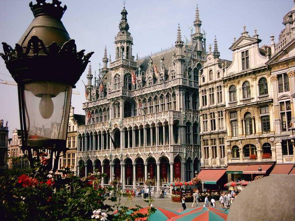• Brüsszel Belgium fővárosa, az Európai Unió (EU) fő adminisztratív központja. • Brüsszel a flamand és francia közösségek régiója Belgiumban. Otthont