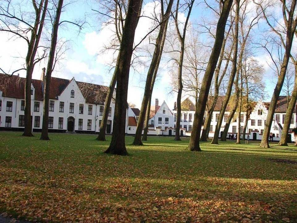 • A beguinagesi flamandok 1998-ban feliratkoztak az UNESCO világörökségi listájára. • Az Észak-Európai beguinagesi autonóm közösségek vallásosak volta