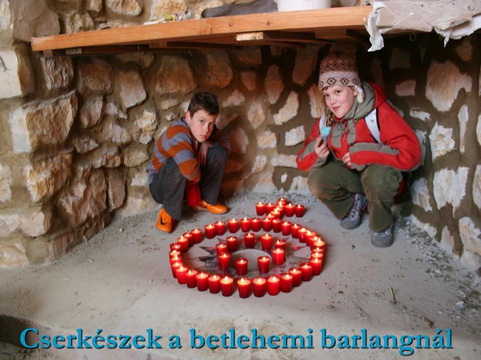 Cserkészek a betlehemi barlangnál