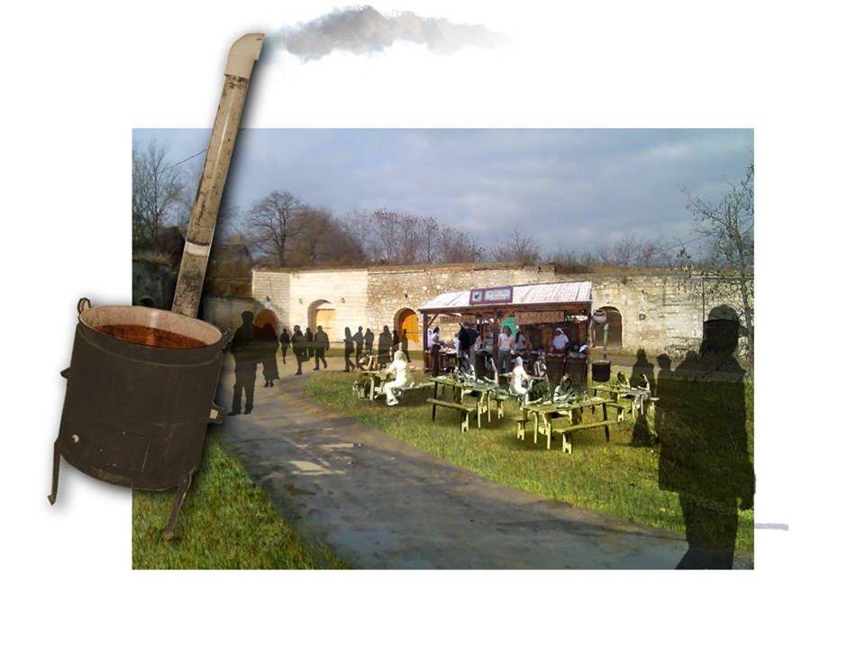 A kitelepülés leírása  A Katlan Tóni Konyhája gerendavázas pavilonja 6 x 3m mérettől, berendezése: sparheltok, parasztasztalok, faszénsütő, kredenc,