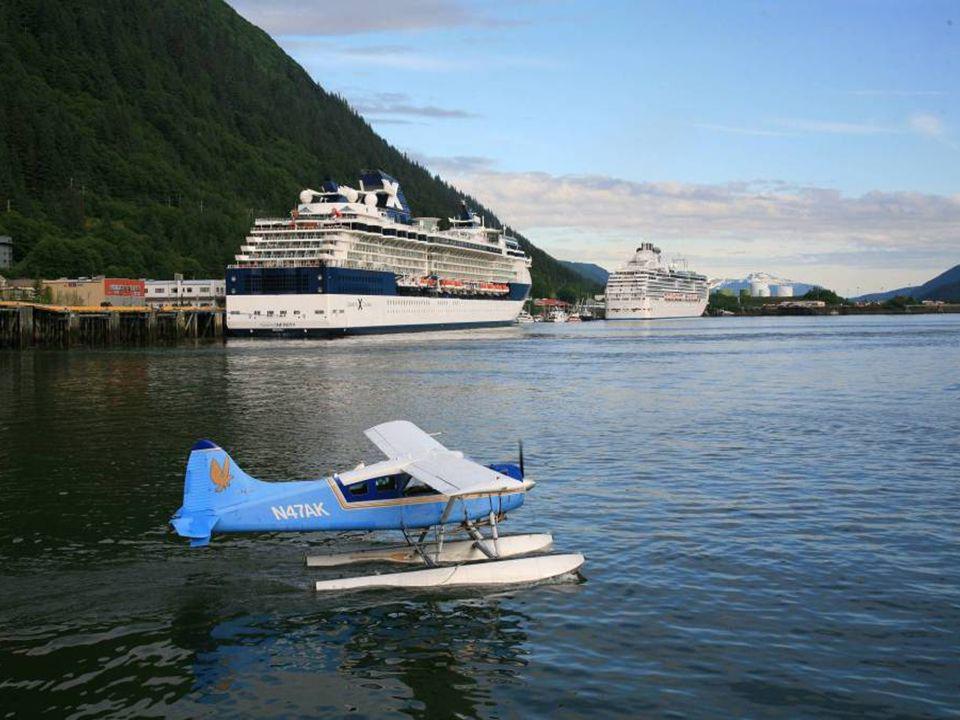 Június Alaszkában, egy szép kirándulóhajó