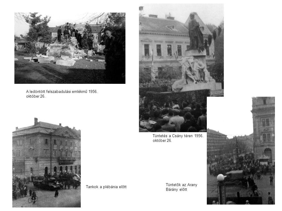A ledöntött felszabadulási emlékmű 1956. október 26. Tüntetés a Csány téren 1956. október 26. Tankok a plébánia előtt Tüntetők az Arany Bárány előtt