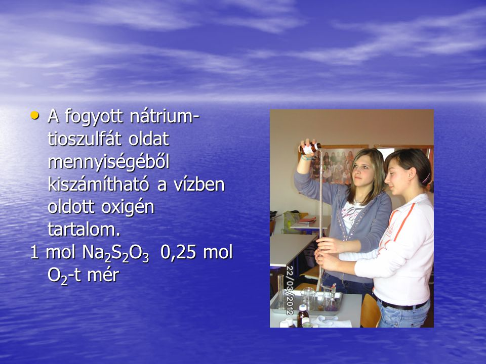 • A fogyott nátrium- tioszulfát oldat mennyiségéből kiszámítható a vízben oldott oxigén tartalom.