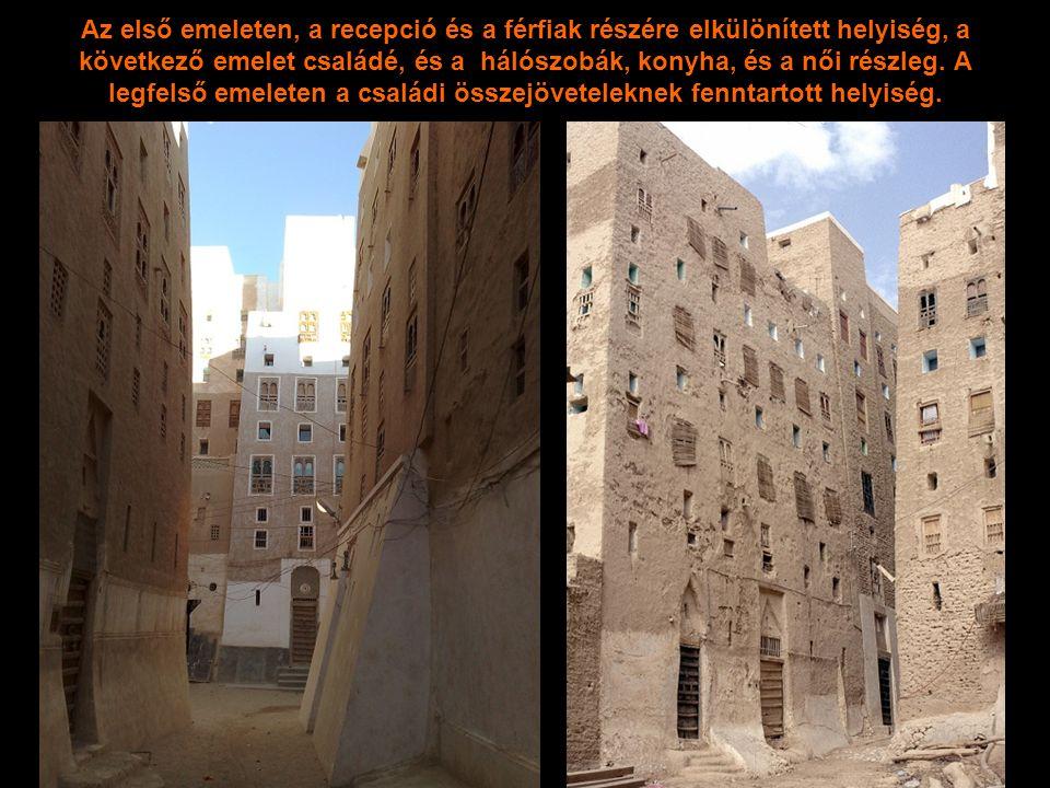 A várost fallal vették körül, a beduinok támadásai miatt.