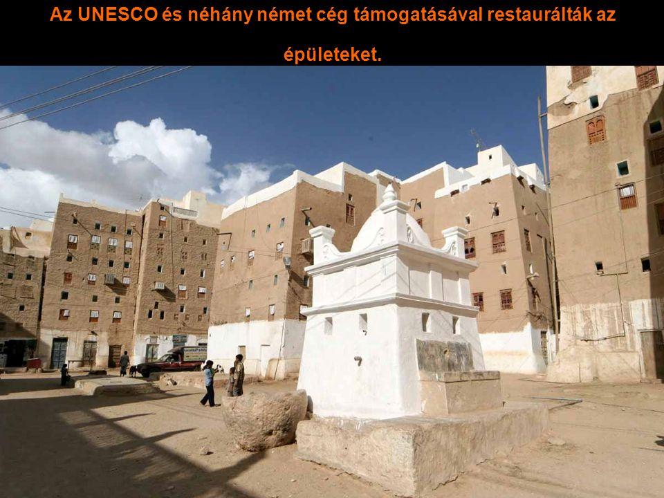 Az utcai falak 1m vastagok hogy az épület stabilitását biztosítsák. Az legfelső emeleti falak 30 cm vastagok.