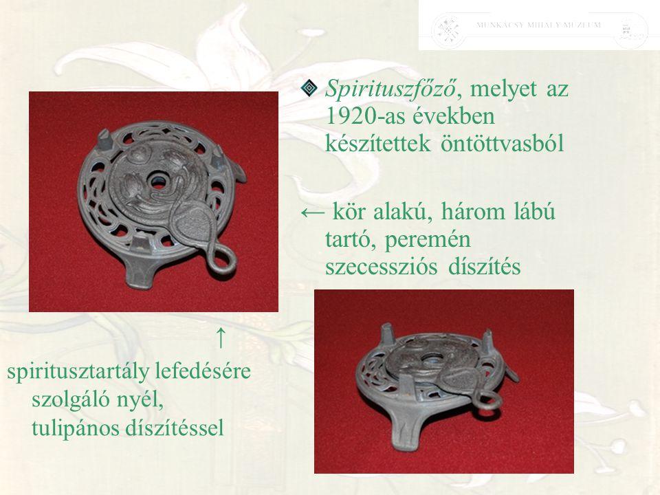 Spirituszfőző, melyet az 1920-as években készítettek öntöttvasból ← kör alakú, három lábú tartó, peremén szecessziós díszítés ↑ spiritusztartály lefed