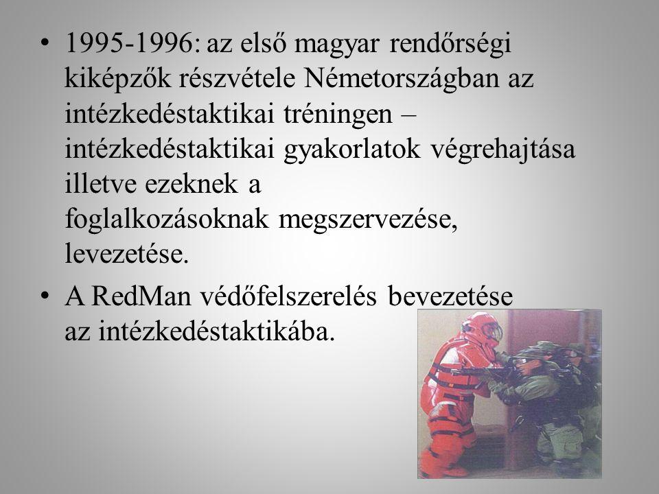 • 1995-1996: az első magyar rendőrségi kiképzők részvétele Németországban az intézkedéstaktikai tréningen – intézkedéstaktikai gyakorlatok végrehajtás