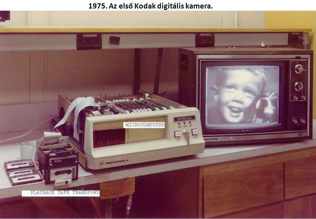 1957. Komet: Nyugat-német gyártmányú televízió, rádió és lemezjátszó egyben.