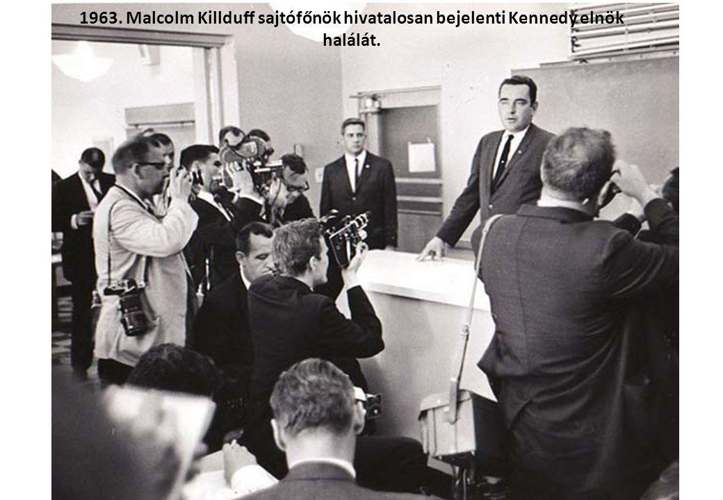 1961. Lee Harvey Oswald a Kennedy gyilkossággal gyanúsított merénylő a Szovjetunióba emigrált.