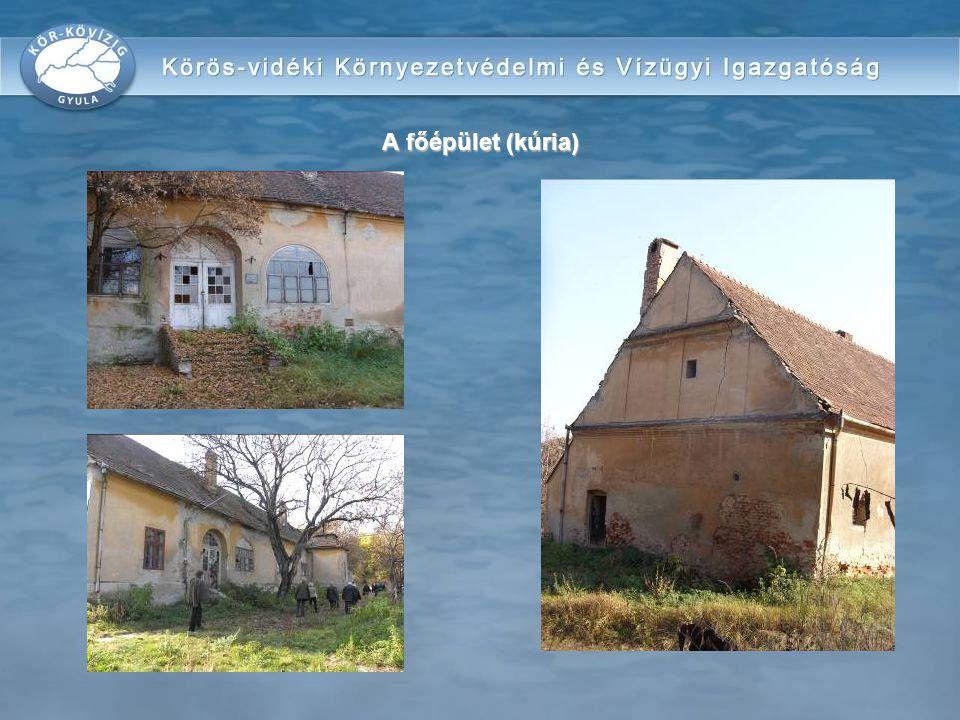 A főépület (kúria)