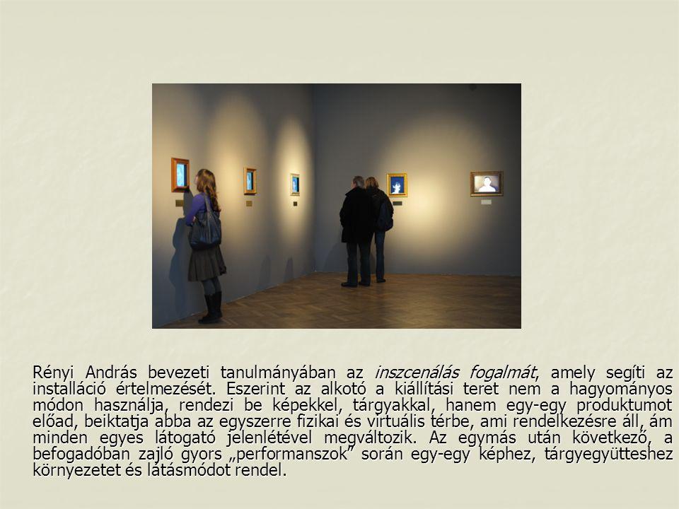 Rényi András bevezeti tanulmányában az inszcenálás fogalmát, amely segíti az installáció értelmezését. Eszerint az alkotó a kiállítási teret nem a hag
