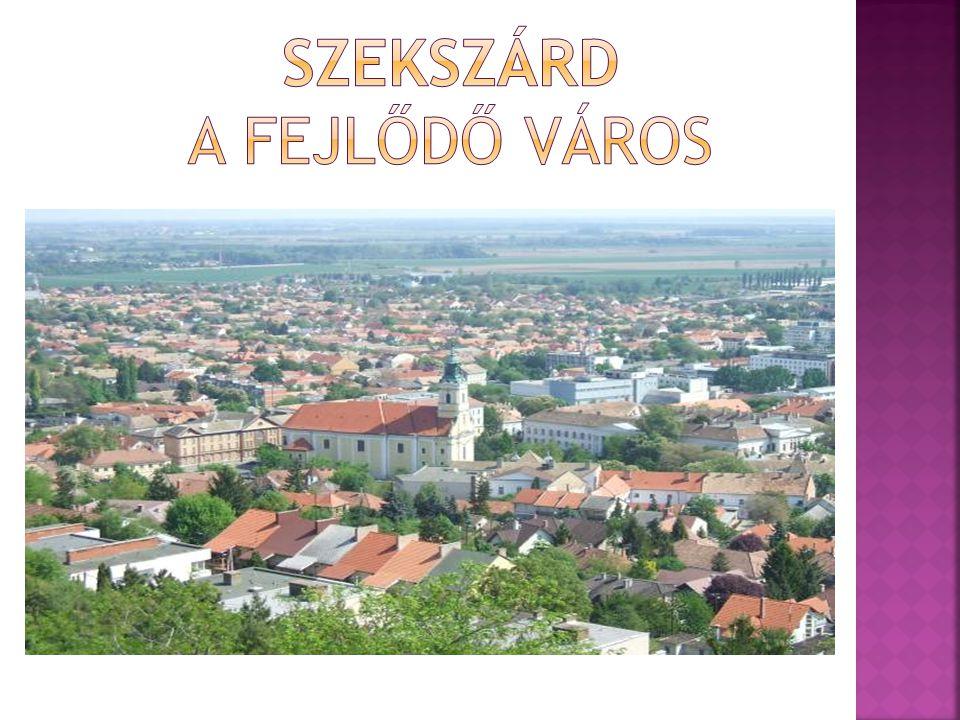  A város Dél-Dunántúlon, Budapesttől kb.140 km-re, a Dunától kb.