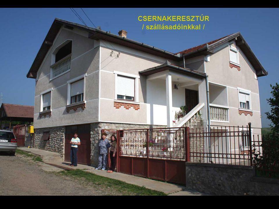 CSERNAKERESZTÚR Az egykori madéfalvi székely menekültek leszármazottai 1910 körül települtek haza Bukovínából a Magyar Királyságba, s ma is őrzik magy