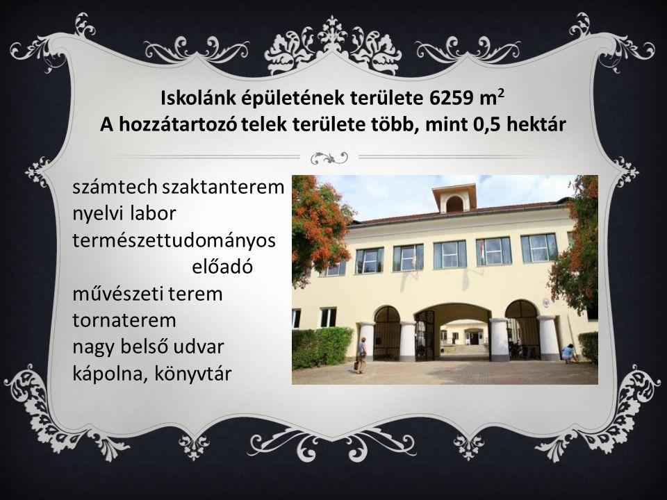 Iskolánk épületének területe 6259 m 2 A hozzátartozó telek területe több, mint 0,5 hektár számtech szaktanterem nyelvi labor természettudományos előadó művészeti terem tornaterem nagy belső udvar kápolna, könyvtár
