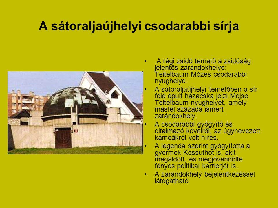 Sárospataki Református Templom • XVIII. század végén épült késő barokk református templom puritán belső terét a körülfutó árkádos, boltozatos karzatok