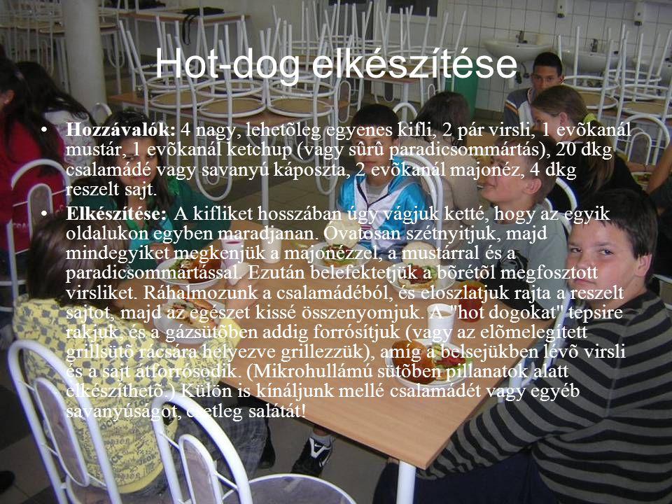 Hot-dog elkészítése •Hozzávalók: 4 nagy, lehetõleg egyenes kifli, 2 pár virsli, 1 evõkanál mustár, 1 evõkanál ketchup (vagy sûrû paradicsommártás), 20