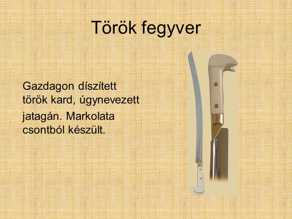 Török fegyver Gazdagon díszített török kard, úgynevezett jatagán. Markolata csontból készült.