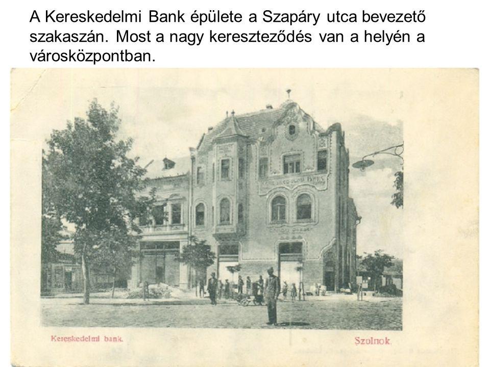 A Kereskedelmi Bank épülete a Szapáry utca bevezető szakaszán.