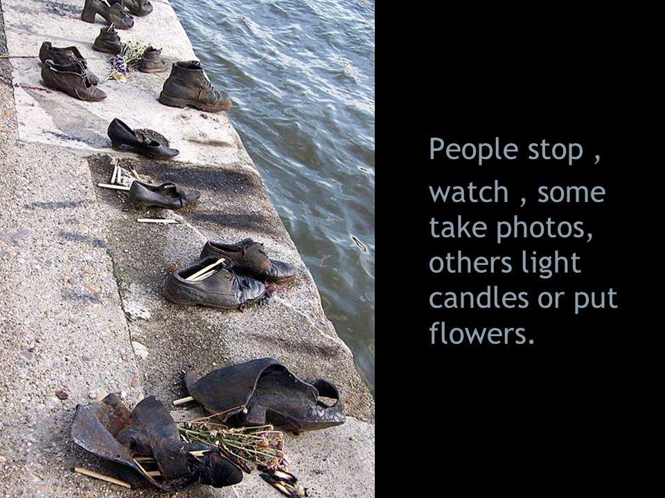 """""""A Cipők a Duna-parton elnevezésű kompozíció a nyilasterror idején Dunába lőtt embereknek állít emléket. A szobrászművész hatvan pár korhű lábbelit fo"""