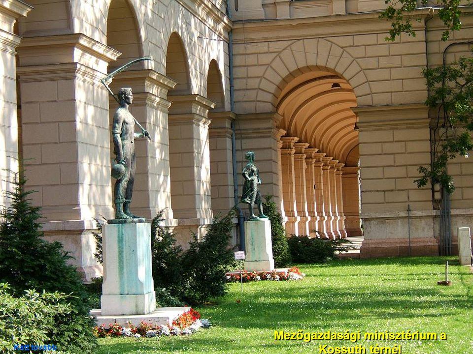 08. 09. 2007.Ivan Szedo: Walking on the streets of Budapest. 13 Parlament épülete Katt tovább