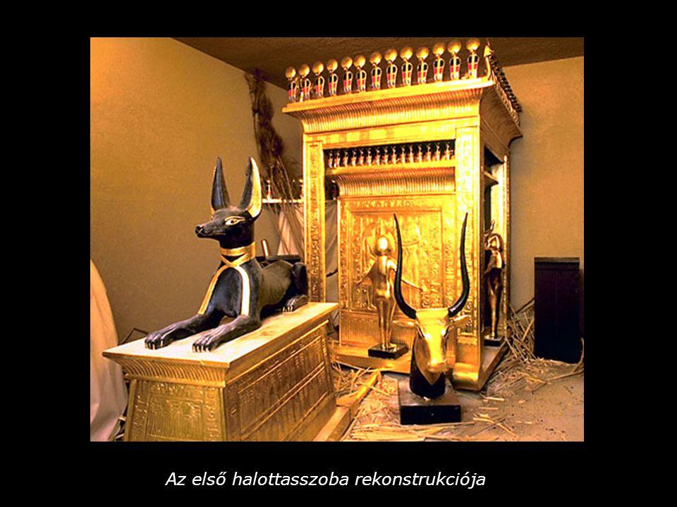 Koporsó alakú láda, tetején Anubisz