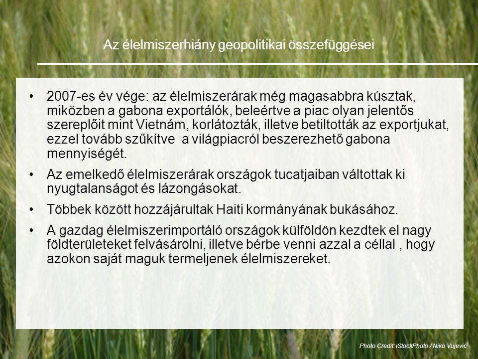 Az élelmiszerhiány geopolitikai összefüggései •2007-es év vége: az élelmiszerárak még magasabbra kúsztak, miközben a gabona exportálók, beleértve a piac olyan jelentős szereplőit mint Vietnám, korlátozták, illetve betiltották az exportjukat, ezzel tovább szűkítve a világpiacról beszerezhető gabona mennyiségét.