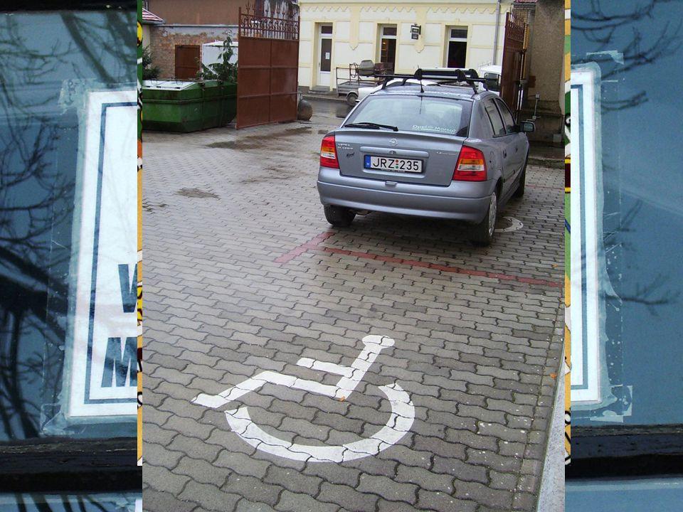  Horizontális közlekedés biztosított  Kisebb hiányosságok  2 kijelölt parkoló  Videókamerás térfigyelő rendszer Információk  Központi elhelyezkedés