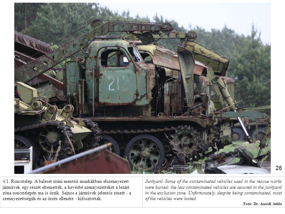 26 4/1. Roncstelep. A baleset utáni mentési munkákban elszennyezett járművek egy részét eltemették, a kevésbé szennyezetteket a lezárt zóna roncstelep