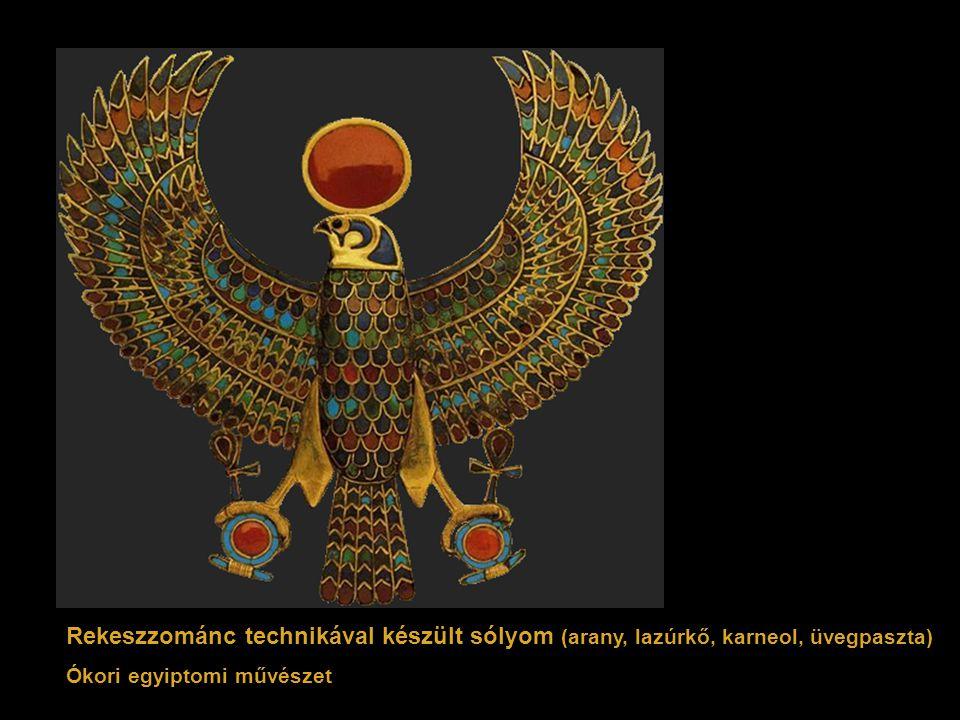 Rekeszzománc technikával készült sólyom (arany, lazúrkő, karneol, üvegpaszta) Ókori egyiptomi művészet