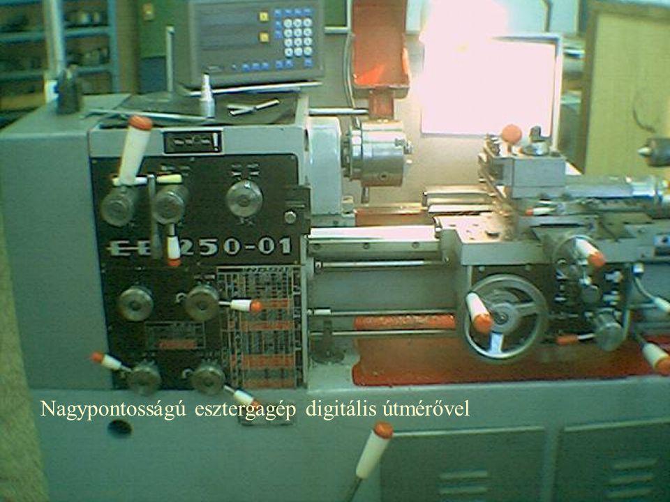 Nagypontosságú esztergagép digitális útmérővel