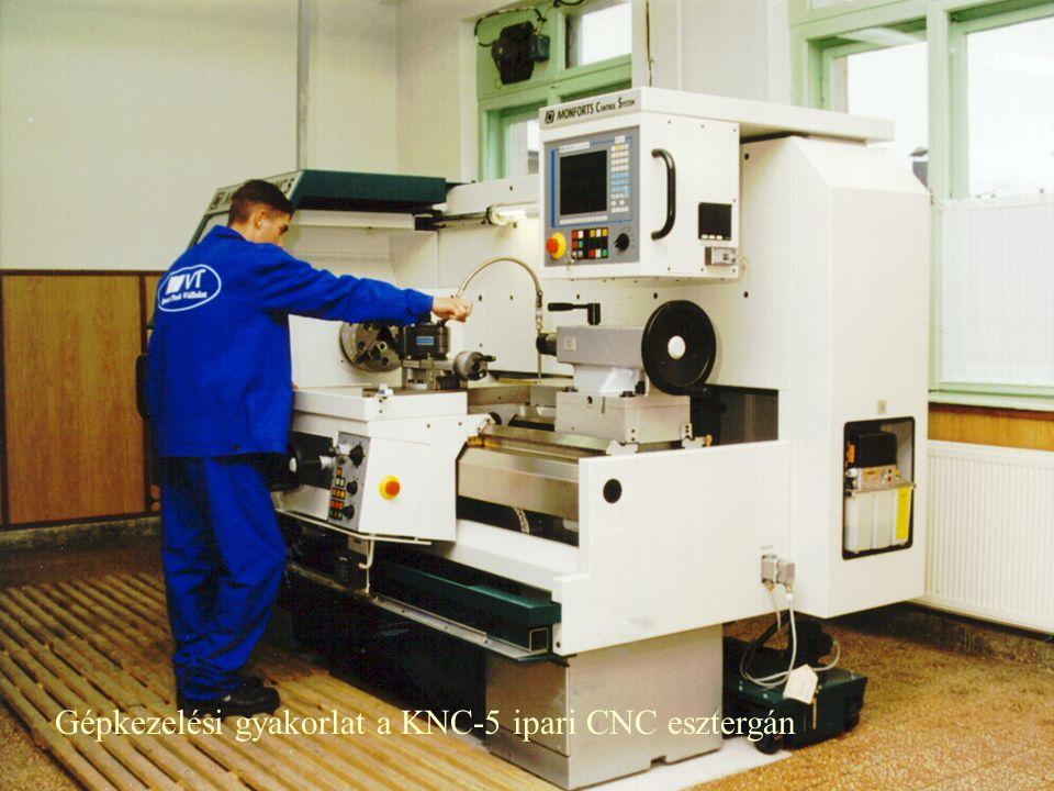 Gépkezelési gyakorlat a KNC-5 ipari CNC esztergán