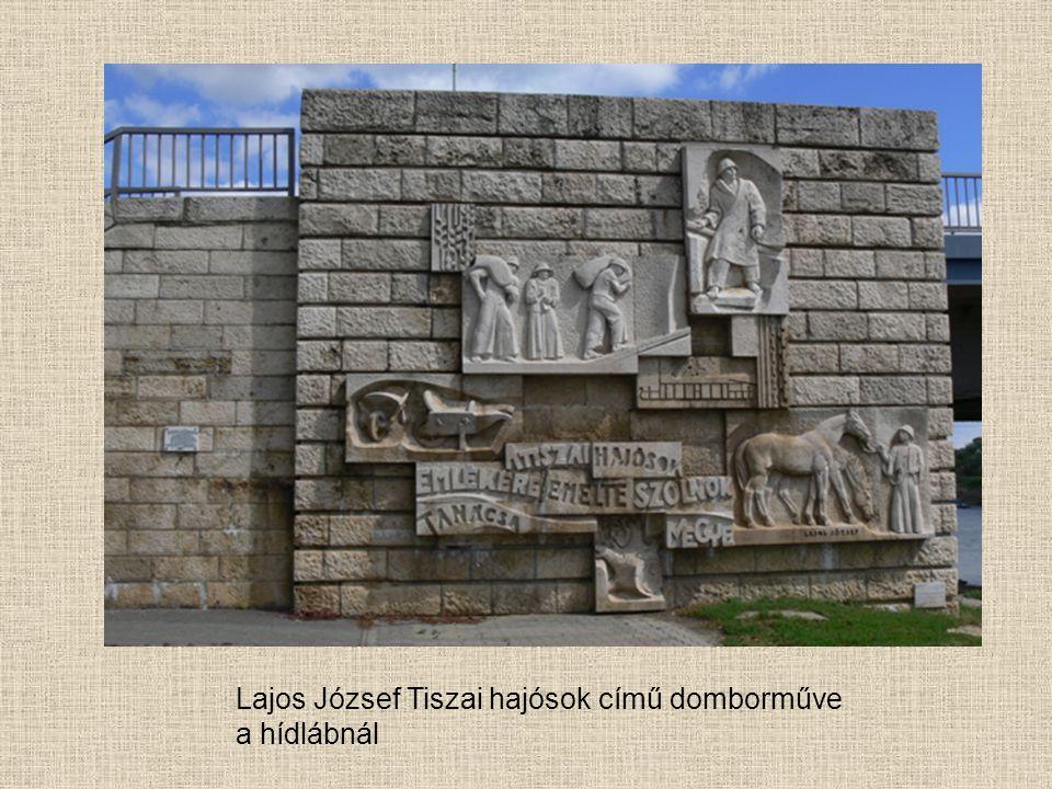 Lajos József Tiszai hajósok című domborműve a hídlábnál