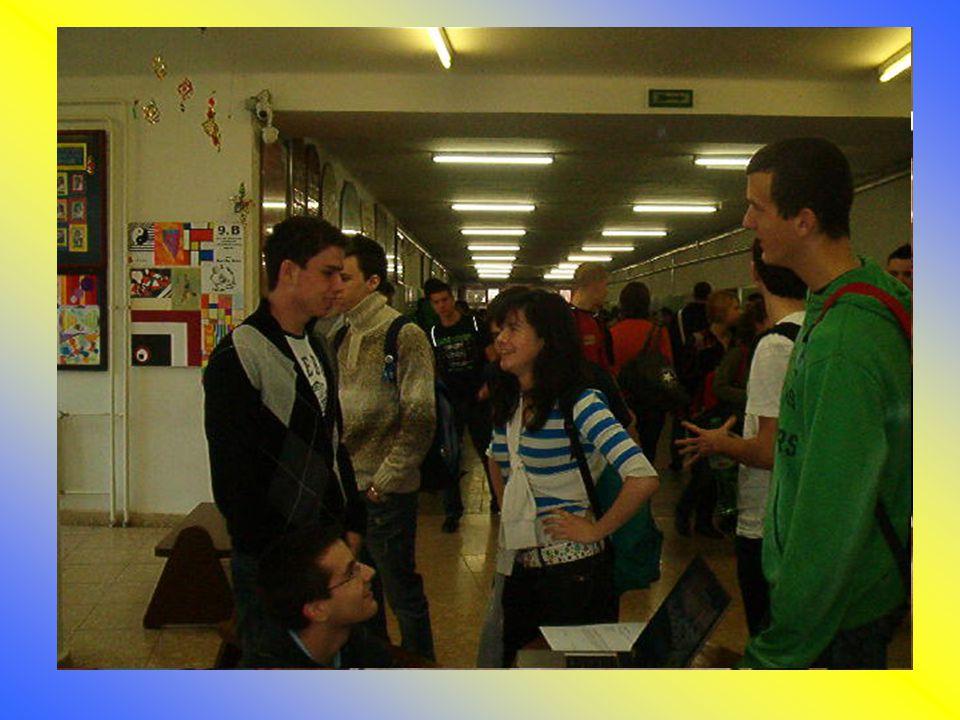 Január •Interaktív ötletbörze •4 fős önkéntes csoport megvizsgálja a problémát, megoldásokat vet fel, és közzéteszi azokat •Tanulók és szüleik támogatásának elnyerése •Önkéntesek toborzása