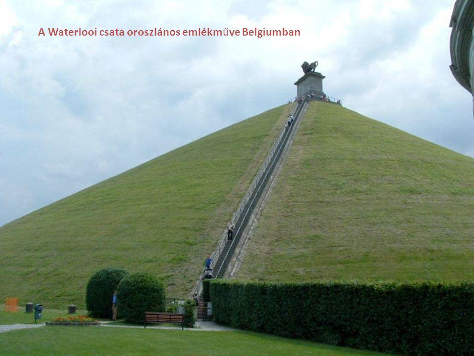 A Waterlooi csata oroszlános emlékműve Belgiumban