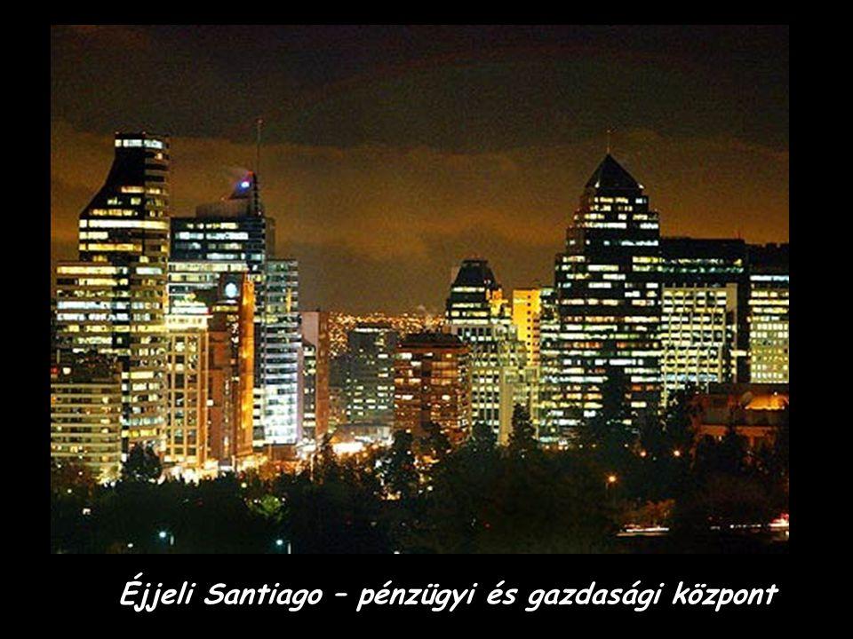 Bankok épületei Santiagoban. Háttérben az Andok hegység