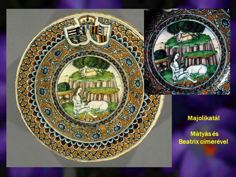 Majolikatál Mátyás és Beatrix címerével