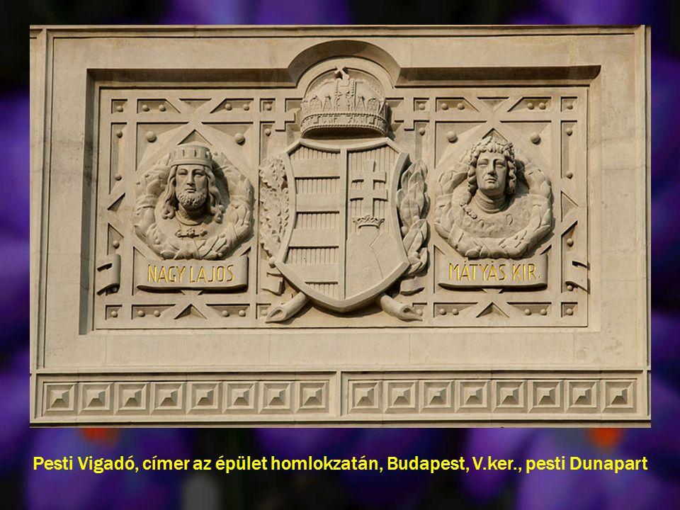 Pesti Vigadó, címer az épület homlokzatán, Budapest, V.ker., pesti Dunapart