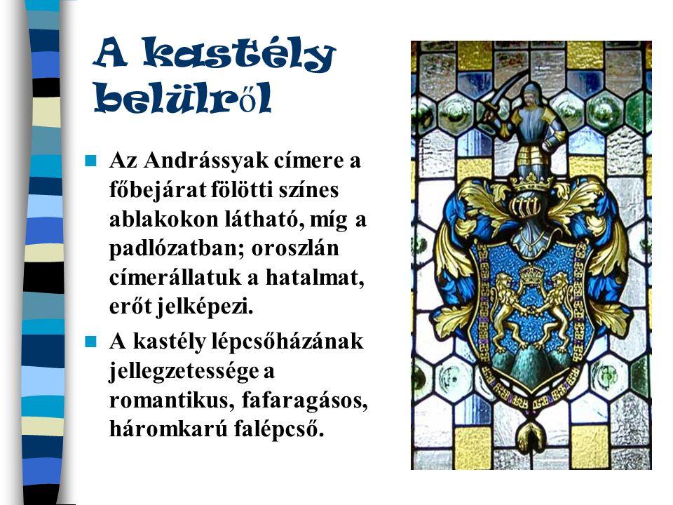 A kastély belülr ő l  Az Andrássyak címere a főbejárat fölötti színes ablakokon látható, míg a padlózatban; oroszlán címerállatuk a hatalmat, erőt je