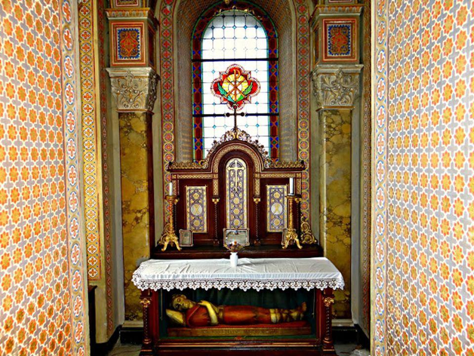 A jobboldali torony alatt lévő kápolnában van Szent Lucentius vértanú ereklyéje, egyházi tekintetben a templomnak ez a legnagyobb kincse.