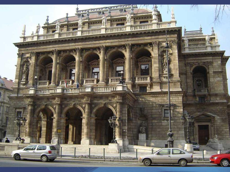 A Magyar Állami Operaház (Andrássy út 22.) Magyarország nagy létszámú társulattal rendelkező és kimondottan operákra, balettekre szakosodott színháza.