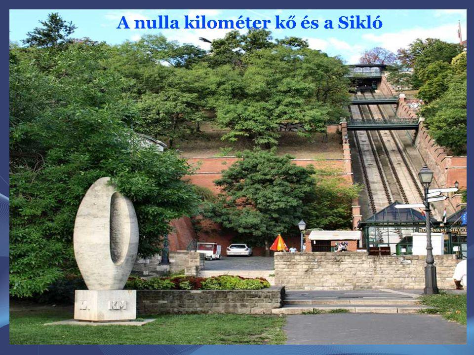 """A """" 0 """" kilométerkő szobor a Budapestről induló főutak kilométer számozásának kezdőpontját szimbolizálja. A Clark Ádám téren 1975-ben avatták fel Bors"""