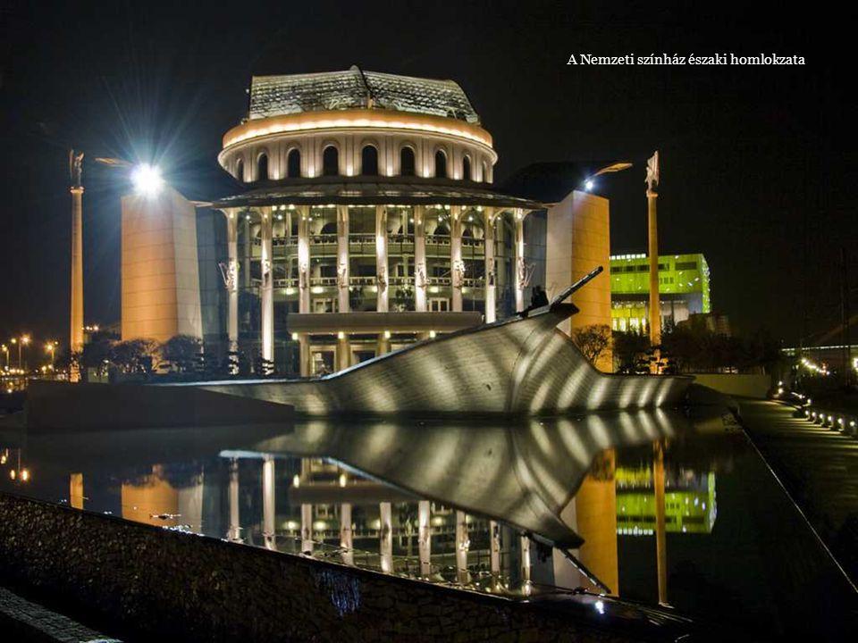A Nemzeti színház a Duna felöl
