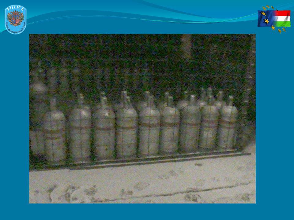 STATISZTIKAI ADATOK Gázpalack lopások: - 31 esetben Alufelni lopás: - 1 esetben (4 db Mercedes alufelni gumikkal) Győrújfalu színesfém és szesz lopás : - 5 esetben Eltulajdonított gázpalack mennyiség: 1027 db Orgazdánál történt házkutatás során lefoglalásra került: 1 db házi készítésű gázátfejtő készülék 161 db 11,5 kg-os palack 13 db 23 kg-os palack 15 db 10,8 kg-os palack 39 üveg literes kiszerelésű szesz 48 üveg 0,25 literes kiszerelésű szesz