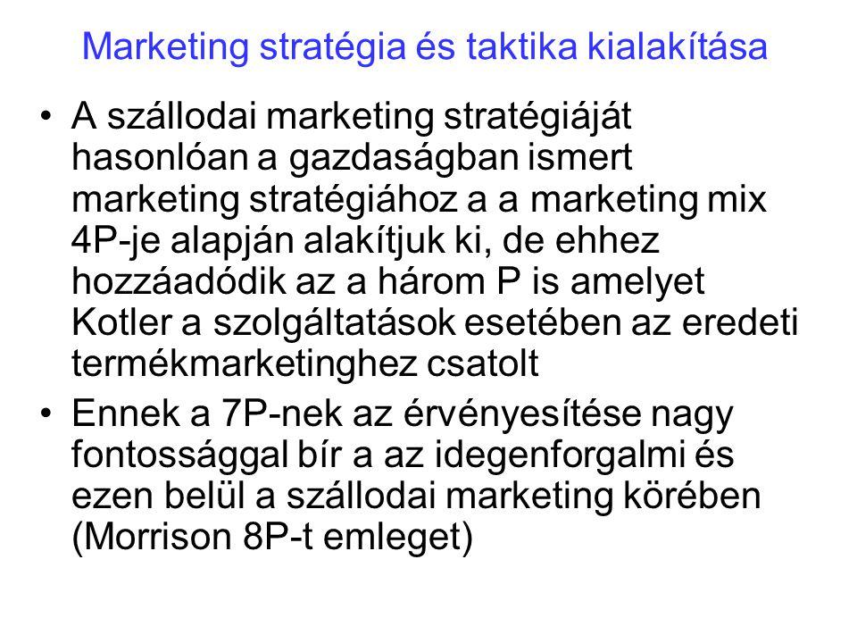 Marketing stratégia és taktika kialakítása A szállodai marketing stratégiáját hasonlóan a gazdaságban ismert marketing stratégiához a a marketing mix 4P-je alapján alakítjuk ki, de ehhez hozzáadódik az a három P is amelyet Kotler a szolgáltatások esetében az eredeti termékmarketinghez csatolt Ennek a 7P-nek az érvényesítése nagy fontossággal bír a az idegenforgalmi és ezen belül a szállodai marketing körében (Morrison 8P-t emleget)
