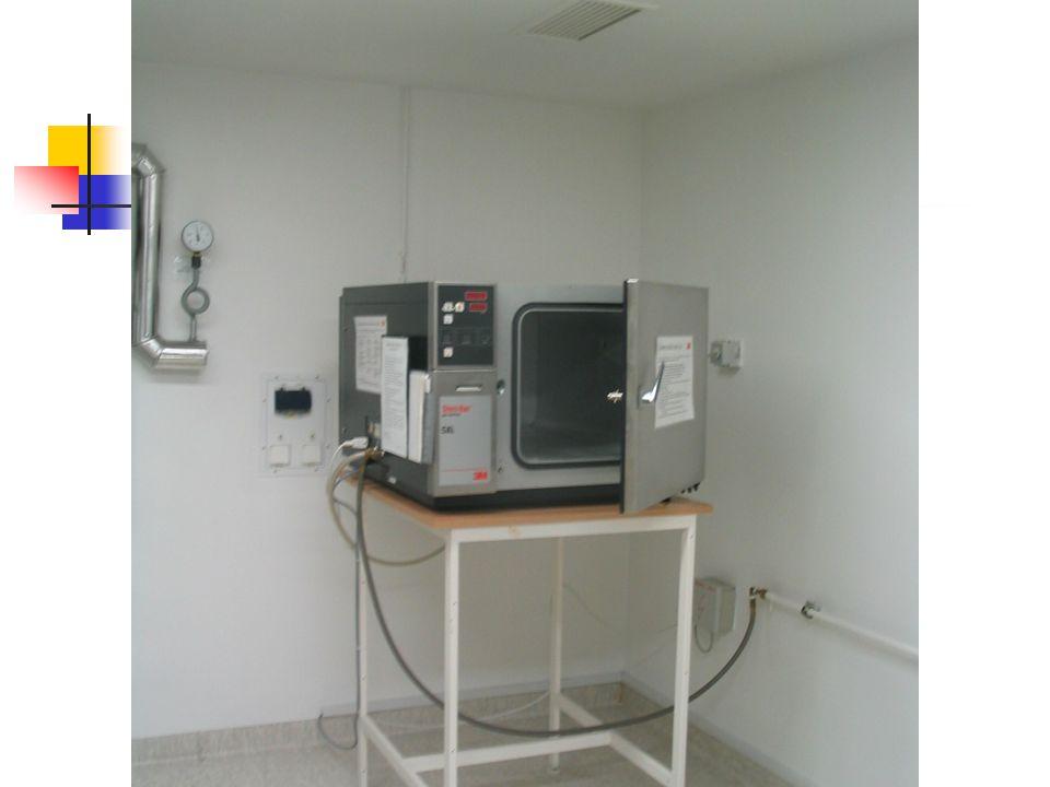 Sterilizálás: Autokláv: 5 db Getinge egy- és kétoldalas 3M SteriVac etilén-oxid sterilizáló Odelga formaldehid sterilizáló Központi műtőben (helyben, azonnal): Statim 5000 Steris system