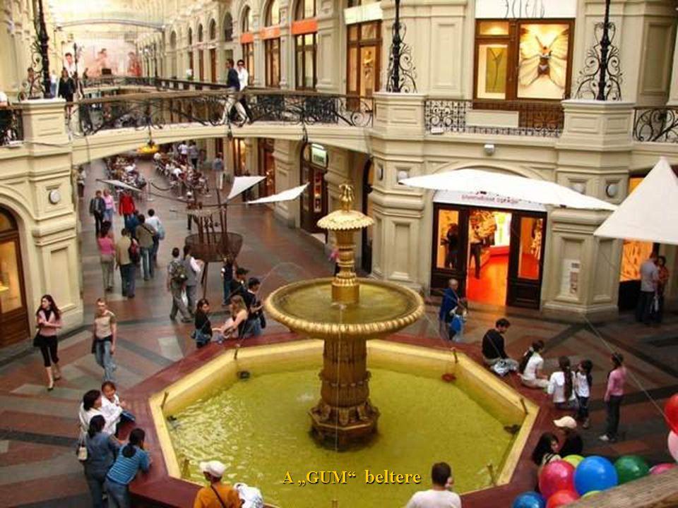 GUM MOSKVA – Oroszország és a világ egyik legnagyobb üzleti komplexuma. A városközpontban – a Vörös téren található.