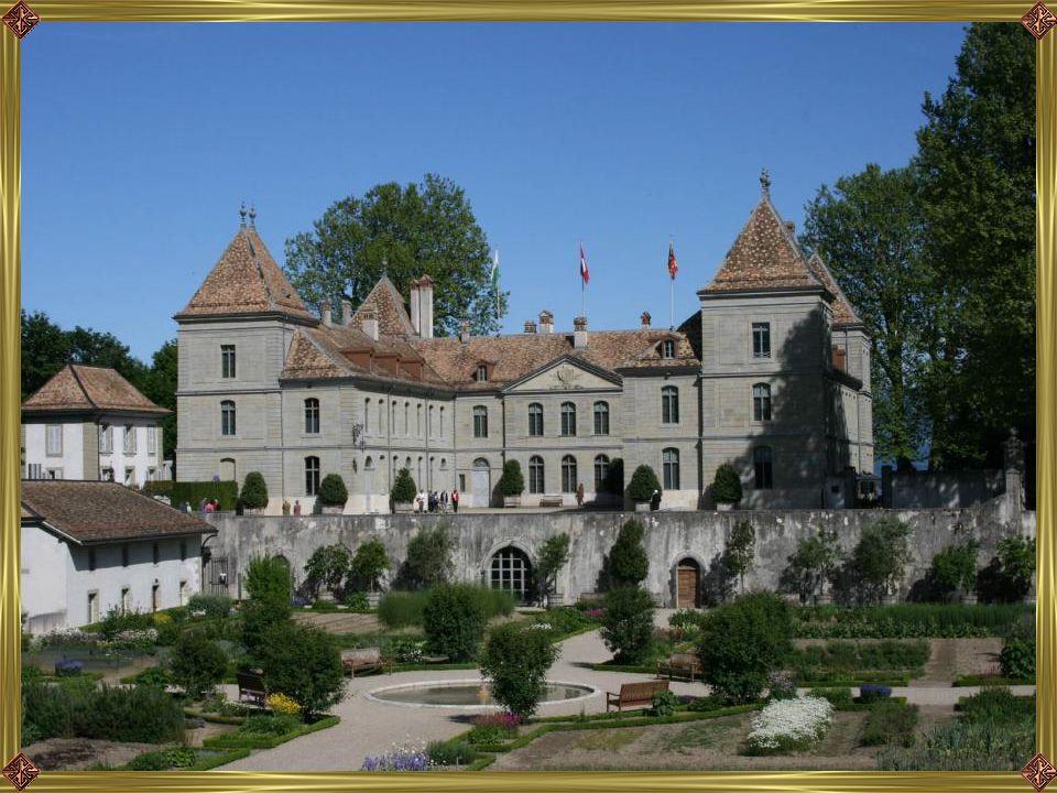A Prangins kastély-múzeum 40 szobás gyűjteménye mellett méltán híres az épület angol stílusú parkja, valamint a 18. sz.-i valamint a 18. sz.-i hagyomá