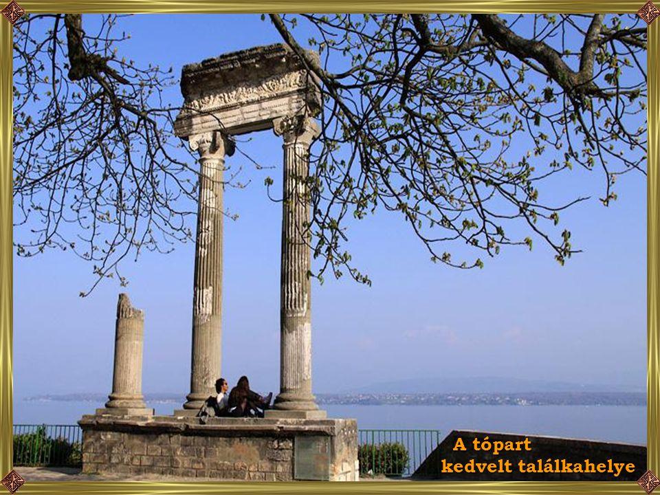 Római kori oszlopok a tóparton